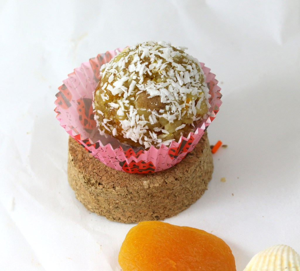 Apricot Coconut Balls from the best food blog 5starcookies-how to make apricot balls