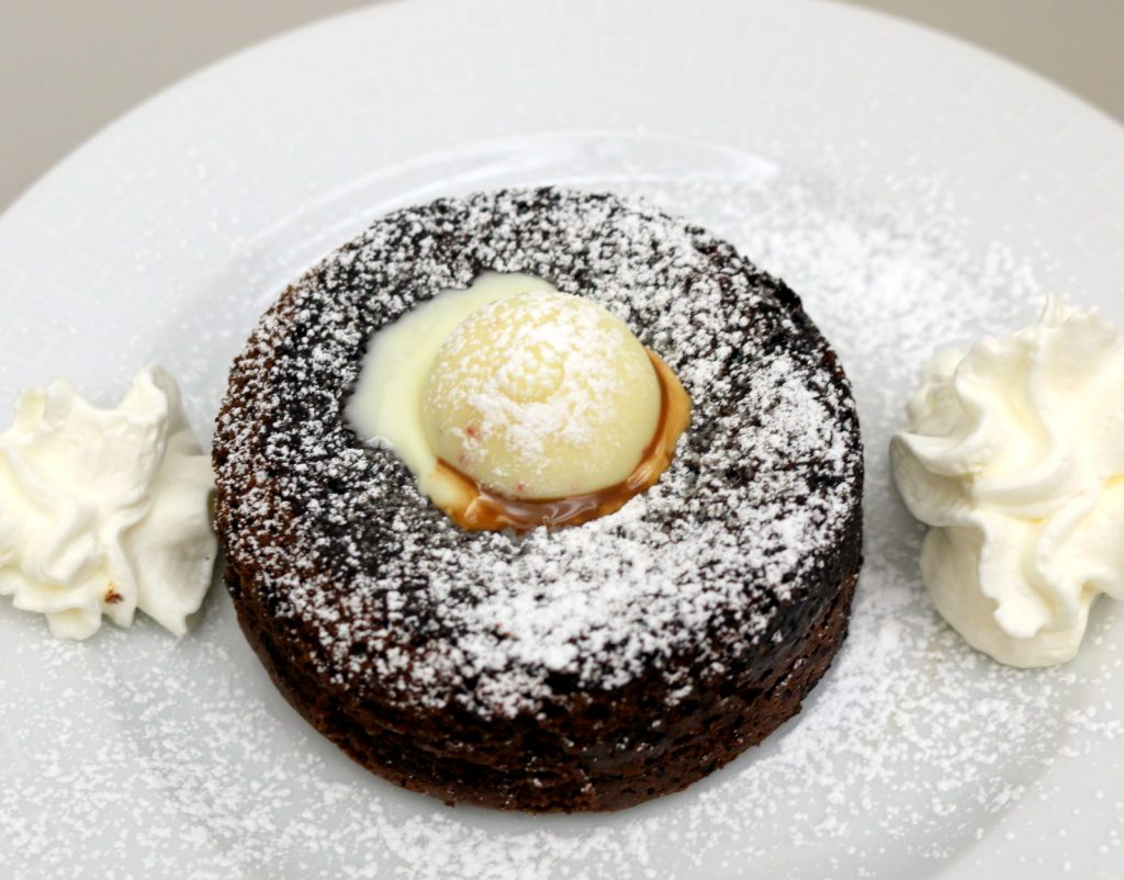 Black and white chocolate lava cake from the best food blog 5starcookies