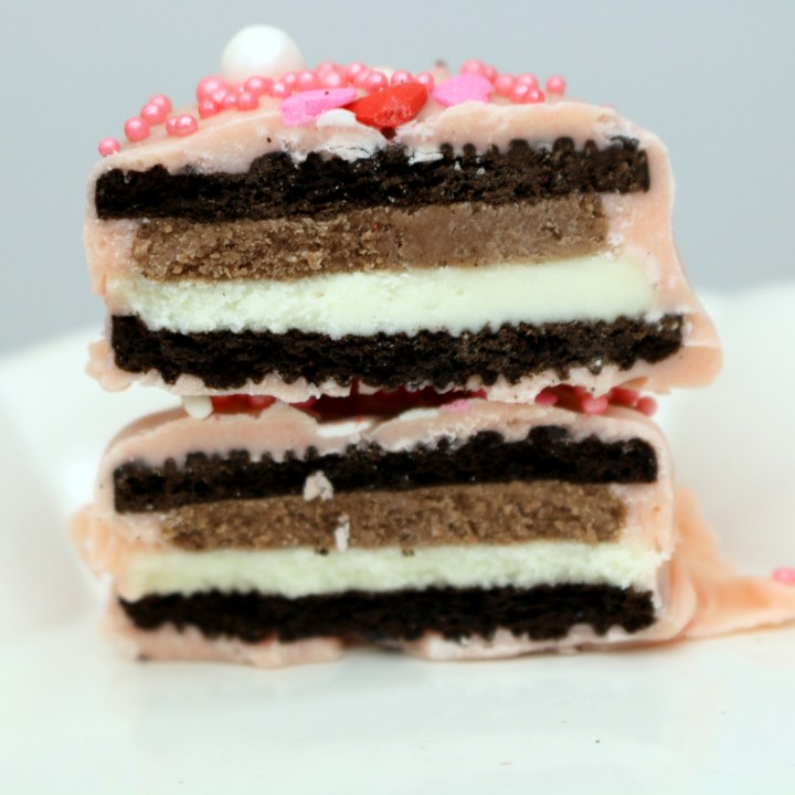 Pink Love Oreo from the best food blog 5starcookies-Make Oreo great again