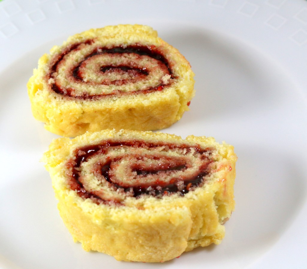 Raspberry Roll Cake from the best food blog 5starcookies - amazing cake