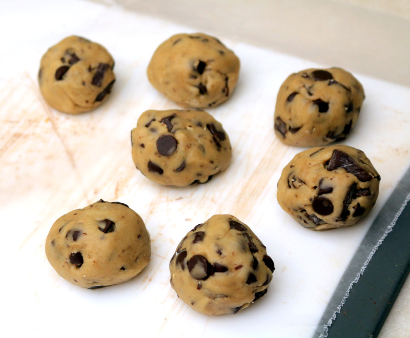 The best Vegan Chocolate chip cookies from the best food blog 5starcookies-super easy to make the best chocolate chip cookies and  VEGAN