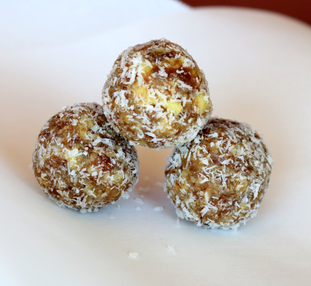 Walnut Date Coconut Bites from the best food blog 5starcookies-store in the fridge for 9 days
