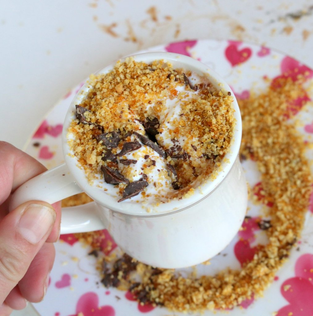 decorate this hot drink with grounded hazelnuts