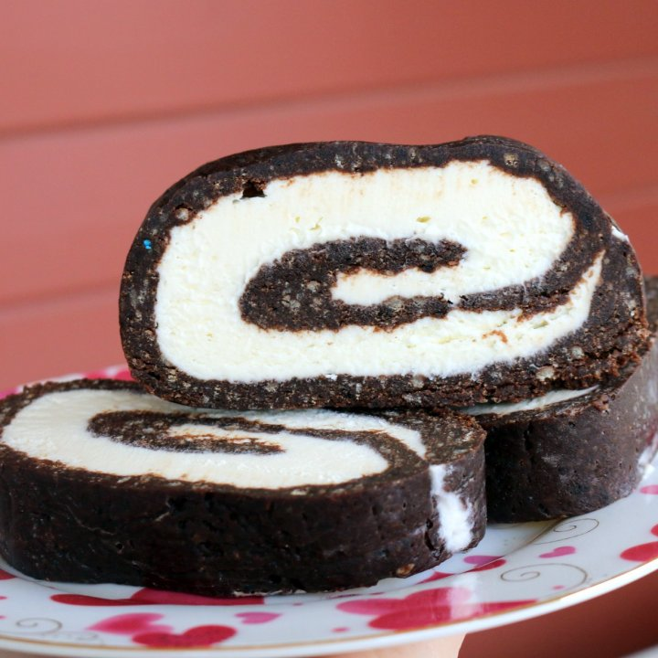 How to make Chocolate Chips Cookie Roulade?