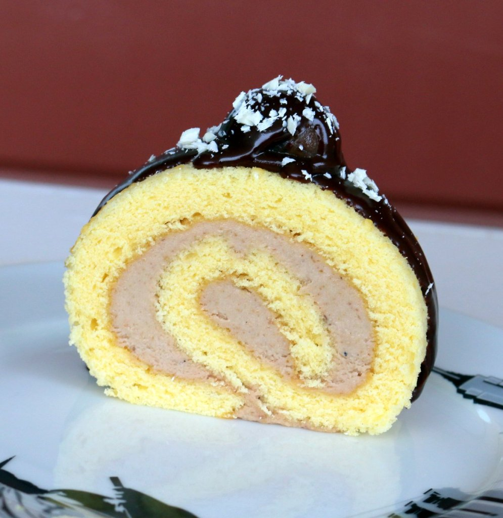 cut the roll cake into desired size and covered with chocolate