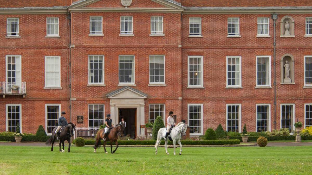 Four Seasons Hampshire Horse Riding