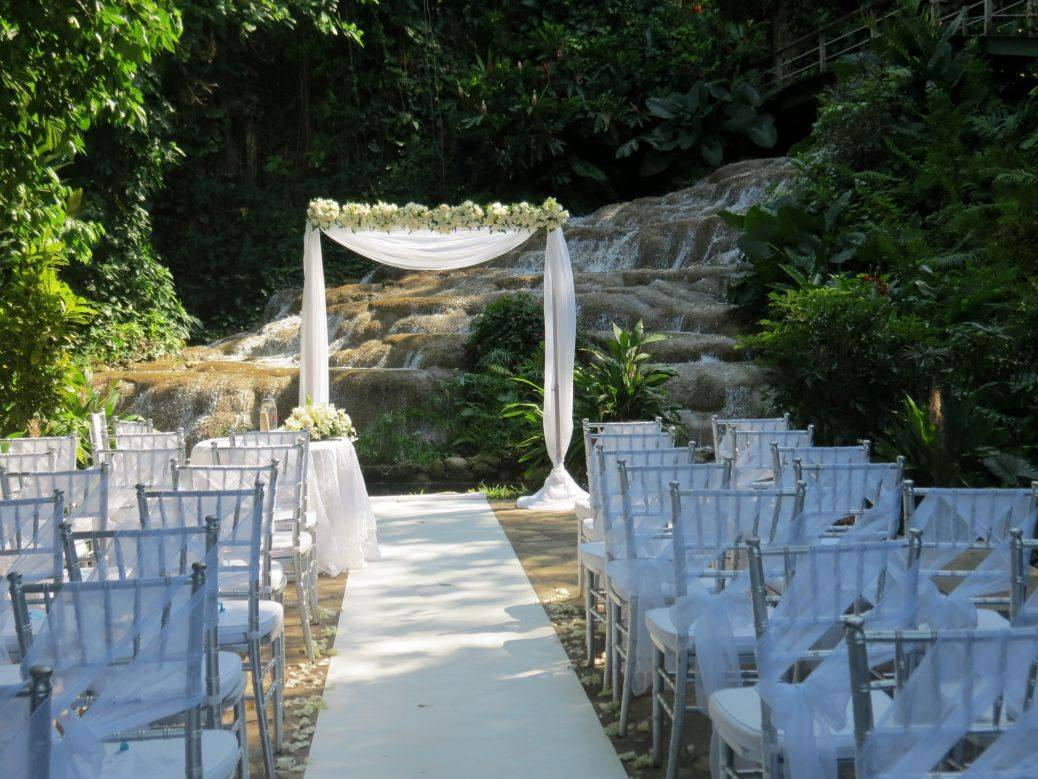 Imagine a ceremony with the idyllic sounds of nature surrounding you... Photo: Aisle plan your day