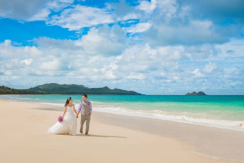 Is there anything more dreamy than white sands and an aquamarine sea? Photo: Hawaii Weddings