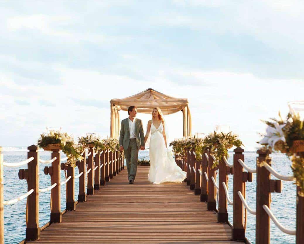As pretty as it gets! Make the most of Mauritius' beautiful horizon. Photo: Honeymoon Dreams