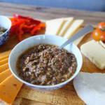 Hjemmelavet oliventapanade til ostebordet