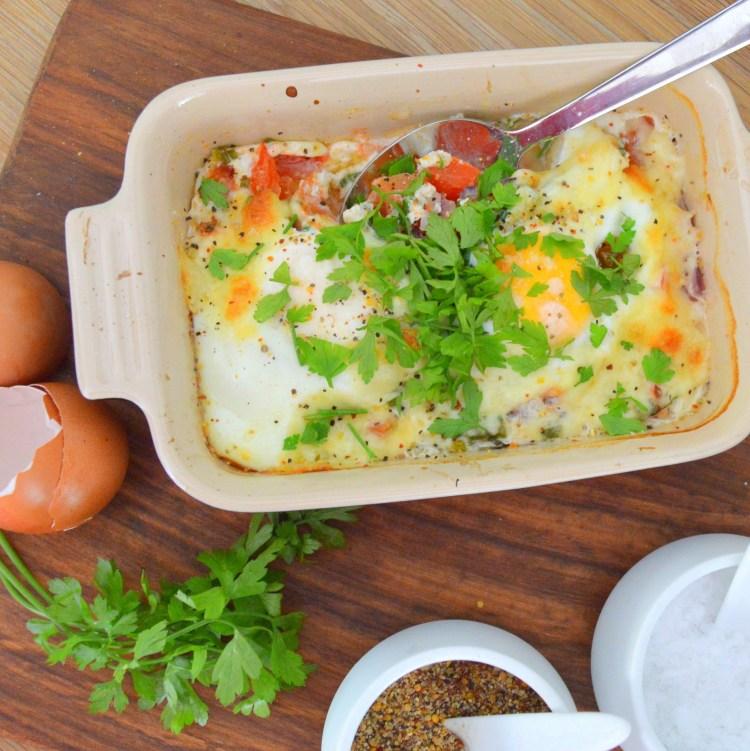 Bagte æg med tomater og mozzarella   6pm.dk