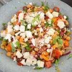 Kikærtesalat med chili og feta | 6pm.dk