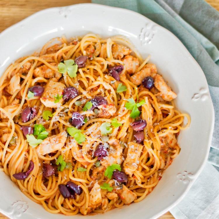Spaghetti med nem tomatsauce | 6pm.dk