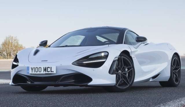2018 McLaren 720S in white
