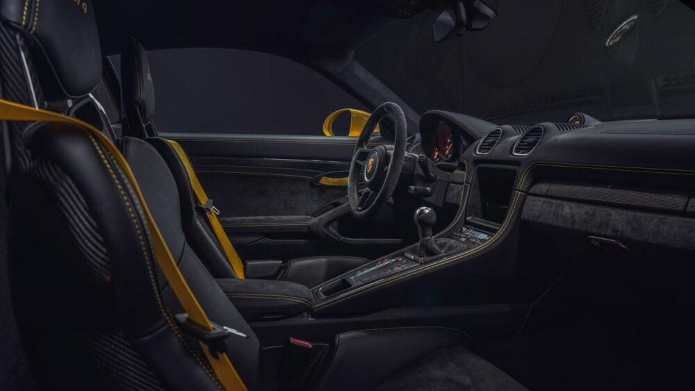 Porsche Cayman 718 GT4 Interior