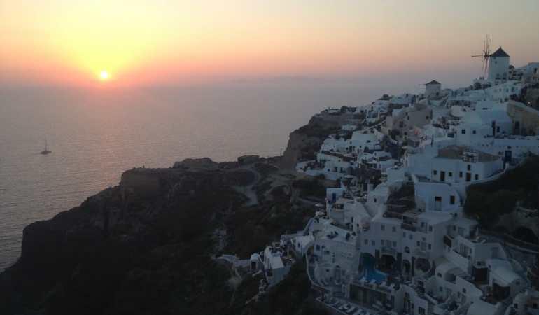 Pôr-do-sol em Oia, Santorini.
