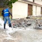 Fuga de agua es atendida por personal de COMAPA