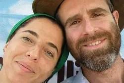 Убитая Дафна Меир (слева)