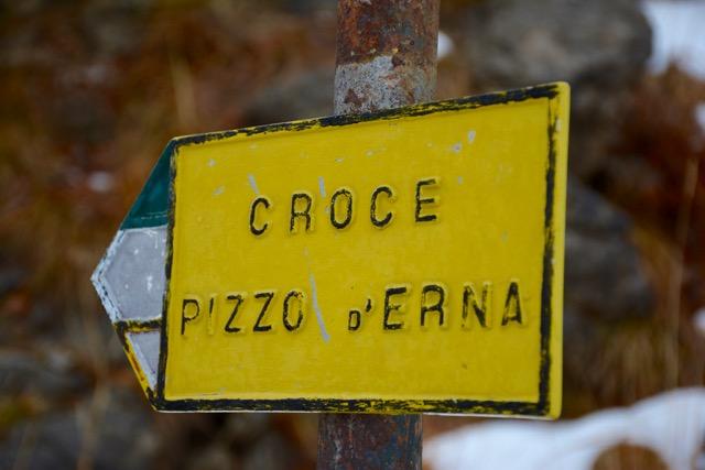 Croce Pizzo d'Erna - Wegweiser zum Gipfelkreuz