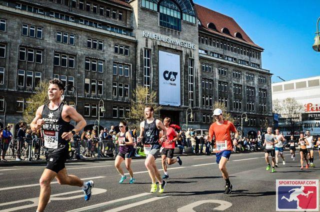 Vor dem KaDeWe - Berliner Halbmarathon 2019