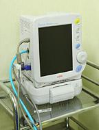 生体監視モニター(左写真)