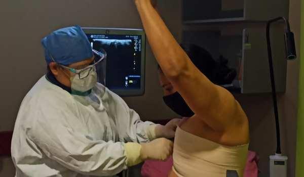 San Juan de Dios extrae lesiones de la mama con novedosa técnica de biopsia