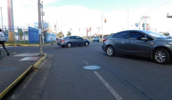 937 conductores se fueron con multa de ¢227.000 por no respetar la luz roja o un Alto