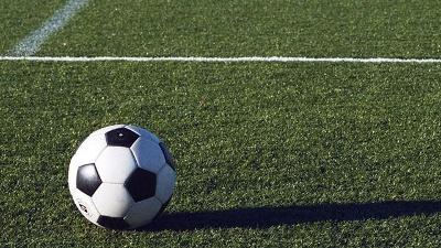 soccer-ball-on-grass-field-jpg_20160513180408-159532