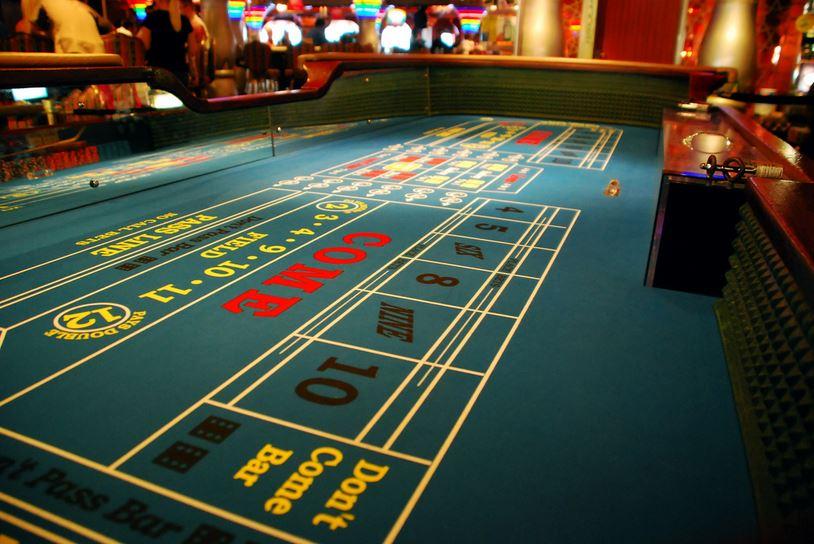 Casino_Craps_Table_1514500758972.JPG