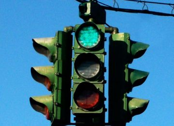 Traffic Lights Will Now Be Red For Longer So That People Can Calmly Check Their Phones