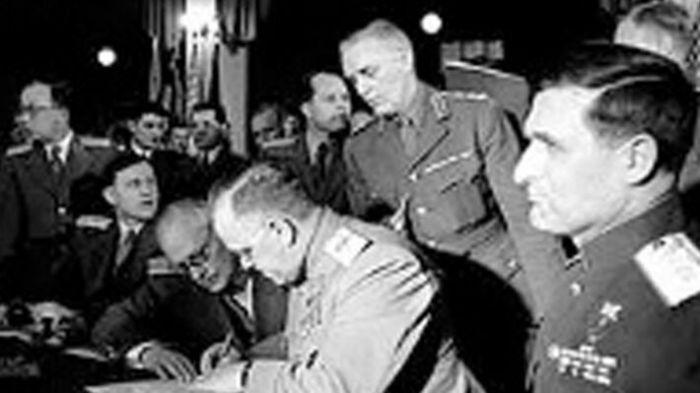 Η υπογραφή της άνευ όρων παράδοσης της Γερμανίας
