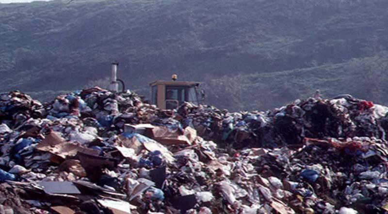 Al collasso la discarica che ospita il 40% dei rifiuti dell'isola