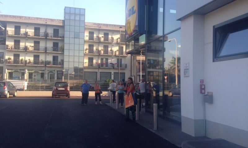 ALLARME INCENDIO ALLA LIDL – VIDEO