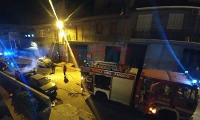 PATERNO': Tre auto in fiamme questa notte, sospetto dolo