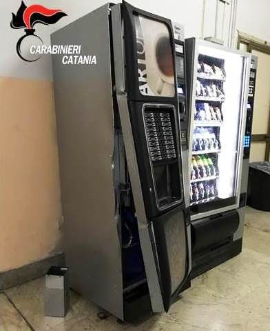 CATANIA: Ladro al Boggio Lera ruba le monetine dai distributori: beccato all'uscita