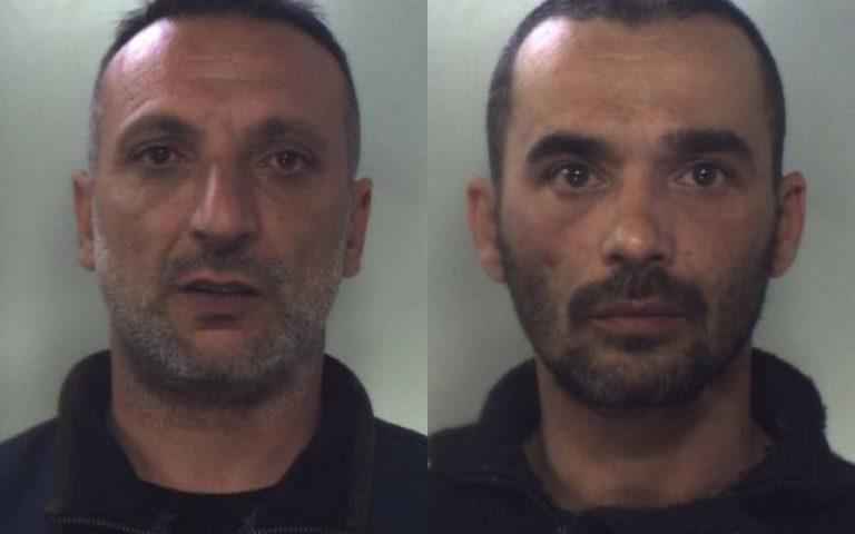 ACI CATENA: Marijuana lanciata dal balcone con i carabinieri sotto casa: arrestate 2 persone