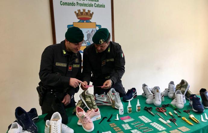 CATANIA: Scoperto deposito di scarpe contraffatte