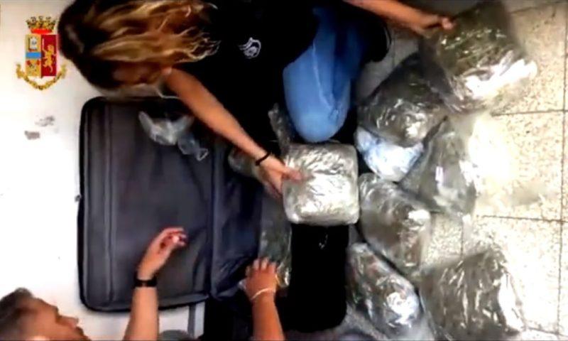 CATANIA: NASCONDEVA 8 CHILI DI MARIJUANA, ARRESTATA