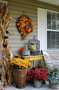 Easy But Inspiring Outdoor Fall Decoration Ideas 42