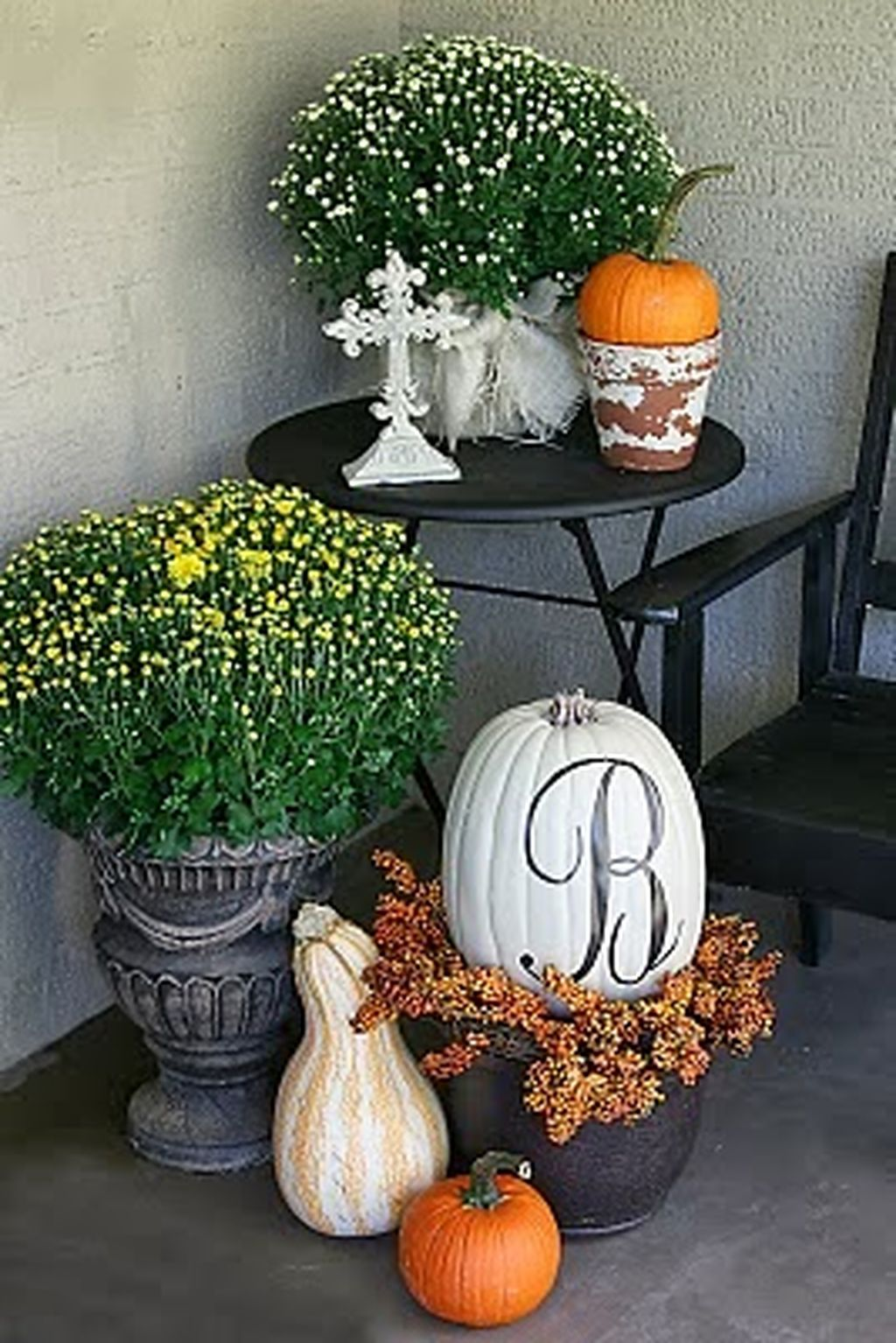 Easy But Inspiring Outdoor Fall Decoration Ideas 73