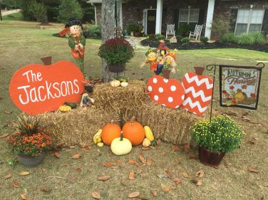 Easy But Inspiring Outdoor Fall Decoration Ideas 76