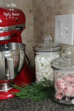 Beautiful Red Themed Kitchen Design Ideas For Christmas 09