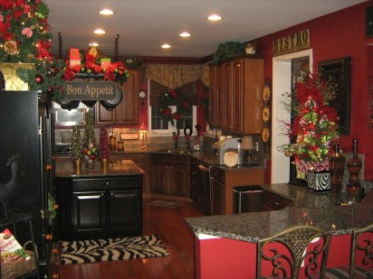 Beautiful Red Themed Kitchen Design Ideas For Christmas 39