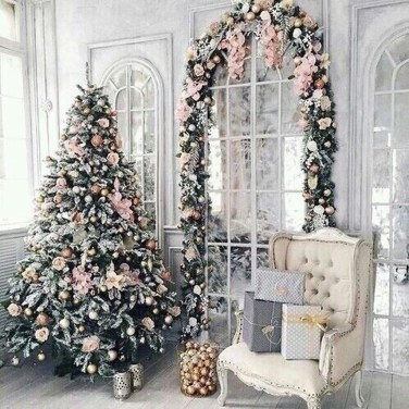 Cute And Adorable Pink Christmas Tree Decoration Ideas 06