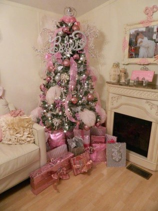 Cute And Adorable Pink Christmas Tree Decoration Ideas 26