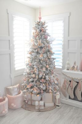 Elegant White Vintage Christmas Decoration Ideas 16
