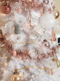 Elegant White Vintage Christmas Decoration Ideas 28