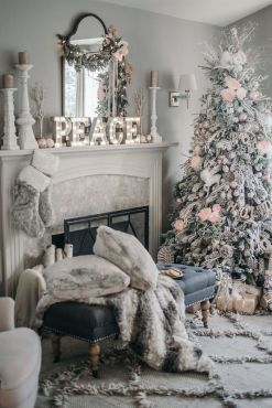 Elegant White Vintage Christmas Decoration Ideas 41
