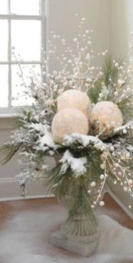 Elegant White Vintage Christmas Decoration Ideas 42