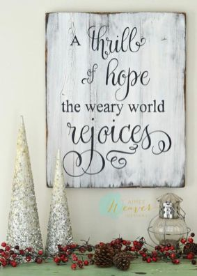 Elegant White Vintage Christmas Decoration Ideas 53